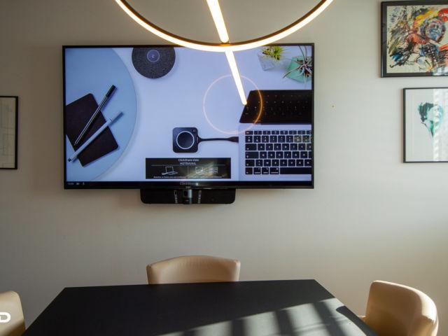 avmd-hotravail-ecran-visioconference